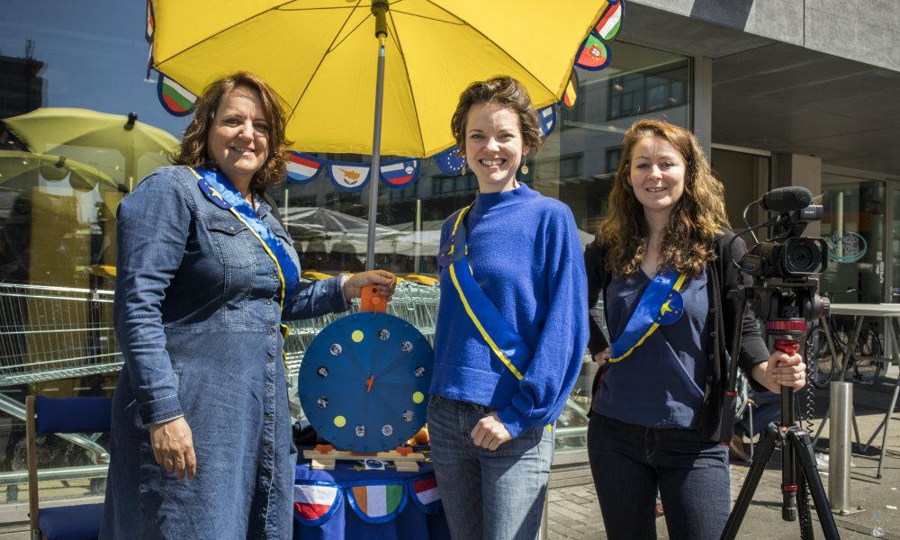 Team Buro EU. Vlnr: Nicole Donkers, Stefanie Schuddebeurs en Dessie Lividikou. Foto: Marlise Steeman